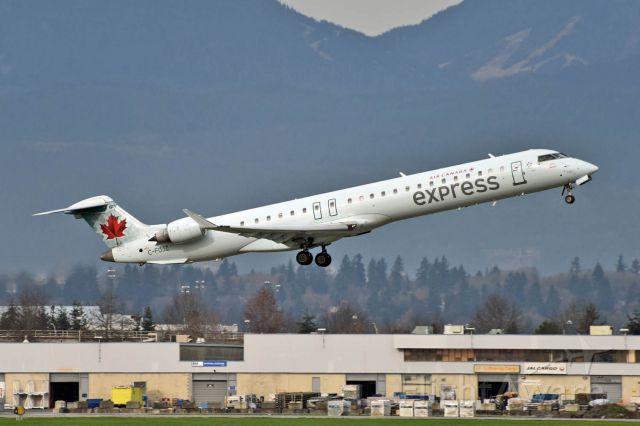Canadair Regional Jet CRJ-900 (C-FUJZ)