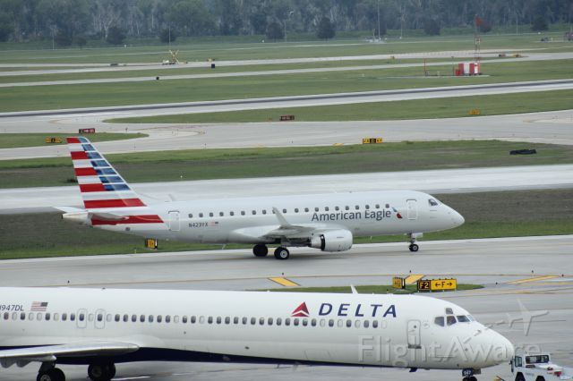 Embraer 170/175 (N423YX) - 081014 flight 4311 from KORD taxiing in to A7 past Delta MD88 N947DL