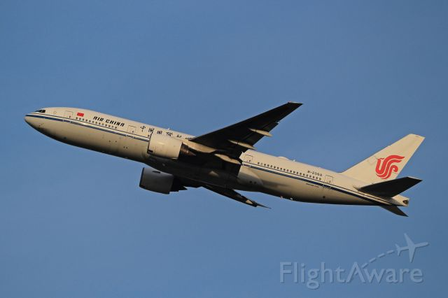 Boeing 777-200 (B-2068)