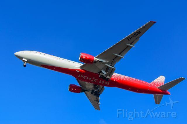 BOEING 777-300 (EI-UNM)
