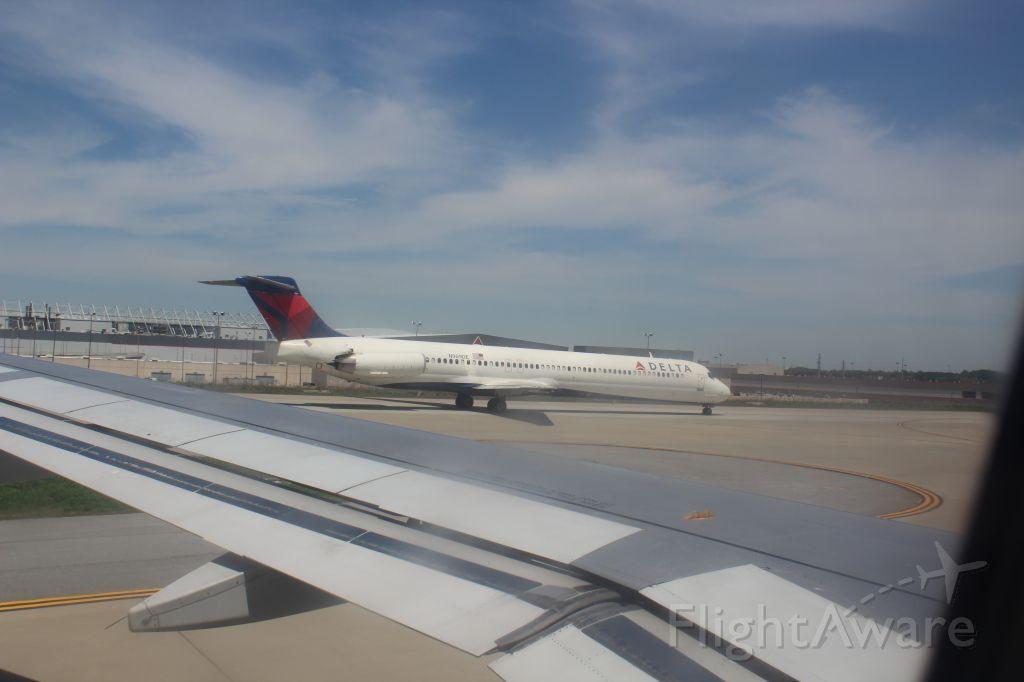 McDonnell Douglas MD-88 (N909DE) - Taxiing