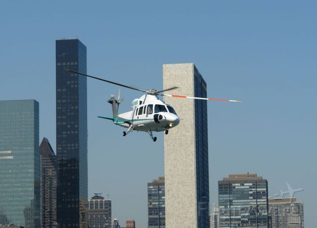 Sikorsky S-76 (N518MK)