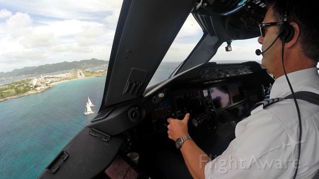 Boeing 787-8 (PH-TFM) - Final approach at St Maarten with 2 sailboats right on the centerline