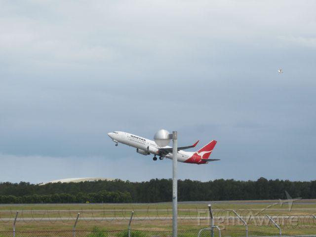 — — - qantas 737 800