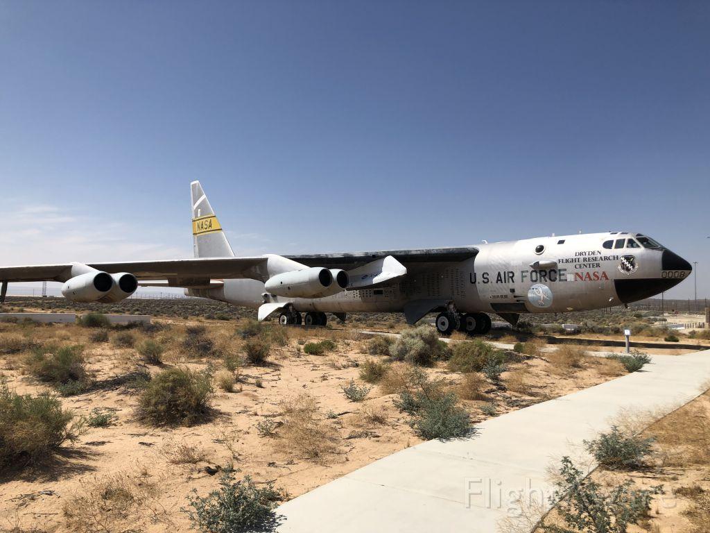 Boeing B-52 Stratofortress (0008) - Edwards AFB Test B-52