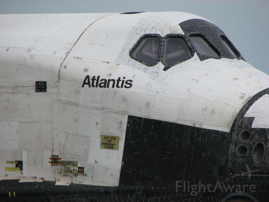 BOEING 737-300 (ELL104) - Atlantis last Roll in to the OPF after STS135 for decommissioning taken in from of High Bay 3 at Kennedy Space Center