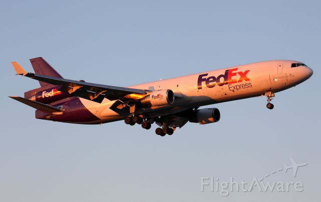 Boeing MD-11 (N522FE) - Sunset Arrival to Rwy 16R