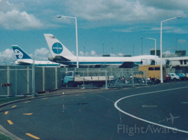 BOEING 747-100 (N739PA) - A BETTER SHOT OF N739PA CLIPPER MAID OF THE SEA'S (LOCKERBIE AIRCRAFT) ALONG SIDE ZK-NZV (ZULU VICTOR) AT AUCKLAND AIRPORT IN 1988