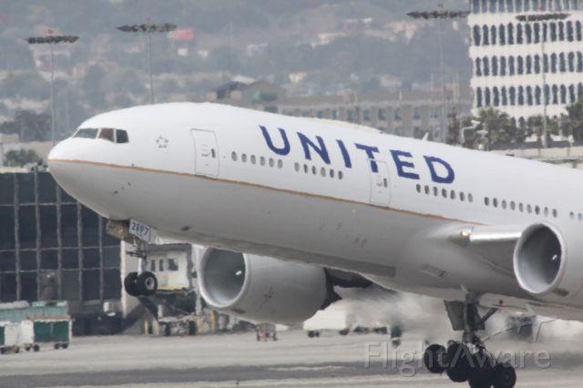 Boeing 777-200 (N797UA) - Took off from RWY25R