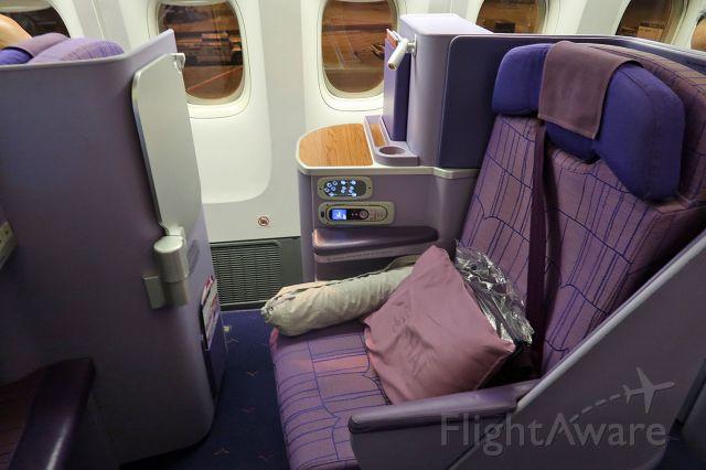 BOEING 777-300 (HS-TKL) - Business Class