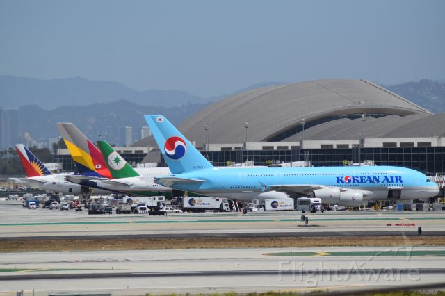 — — - Overview of international terminal at KLAX. Very clear day, and a great day for spotting!