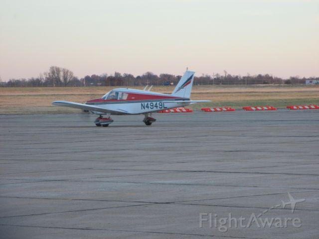 Piper Cherokee (N4949L) - N4949L taxi to RWY at Joplin Regional Airport.