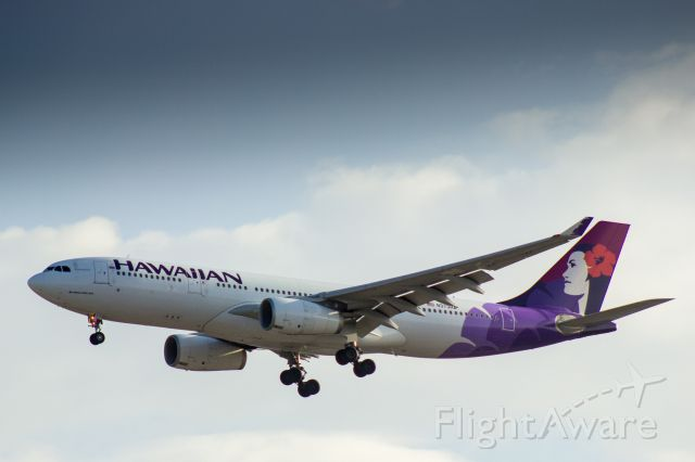 Airbus A330-300 (N373HA) - Hawaiian Airlines Airbus A330-243 landing at LAX