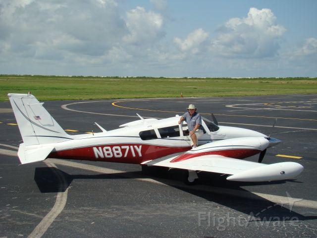 Piper PA-30 Twin Comanche (N8871Y) - Piper PA-30 Twin Comanche