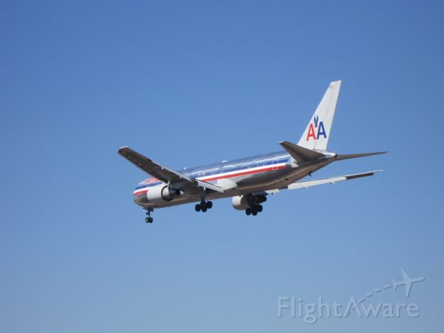 BOEING 767-300 (N371AA) - Landing in SCEL RWY 17R