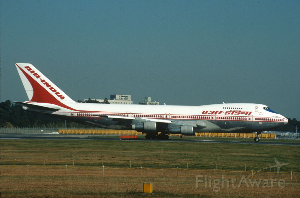 Boeing 747-200 (VT-EGC) - Departure at Narita Intl Airport Rwy16R on 2002/11/03