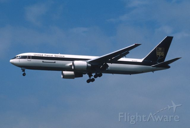BOEING 767-300 (N318UP) - Final Approach to Narita Intl Airport Rwy34L on 2003/05/03