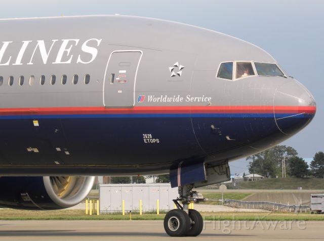 Boeing 777-200 (N229UA)