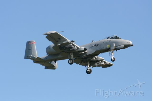 Fairchild-Republic Thunderbolt 2 (A10) - Hog 3 from the 188th FW is on approach to runway 25 at KFSM.