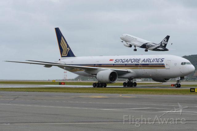 Boeing 777-200 (9V-SRP)
