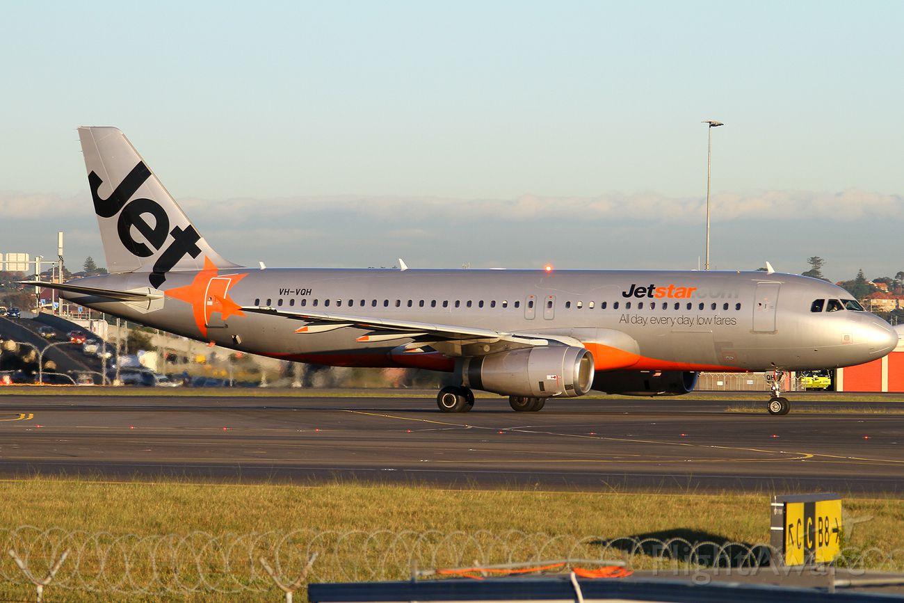 Airbus A320 (VH-VQH)