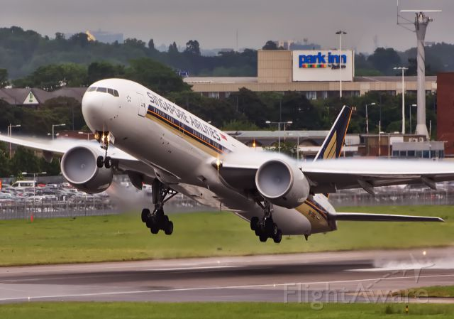 BOEING 777-300 (9V-SWE) - 27R departure from T5