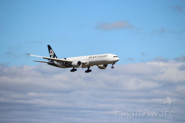 BOEING 777-300 (ZK-OKR) - ZK-OKR on final approach at Auckland Int. inbound from Sydney