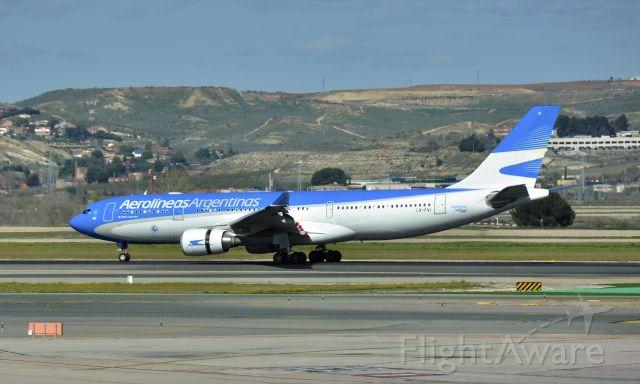 Airbus A330-200 (LV-FVI) - Aerolineas Argentinas Airbus A330-202 LV-FVI in Madrid