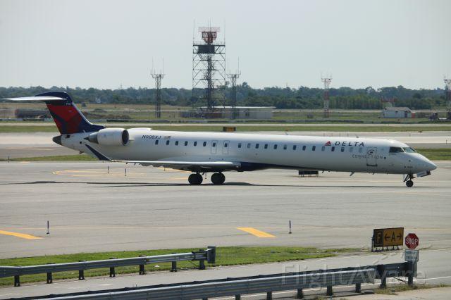 Canadair Regional Jet CRJ-200 (N908XJ)
