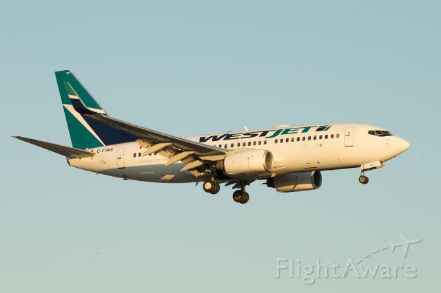 Boeing 737-700 (C-FIWS)