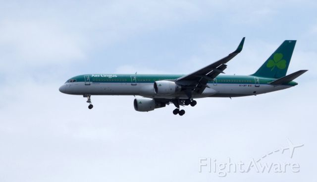 Boeing 757-200 (EI-LBT) - On final is this 1998 Aer Lingus Boeing 757-200 in the Spring of 2019.