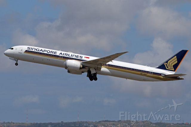 BOEING 787-10 Dreamliner (9V-SCH)