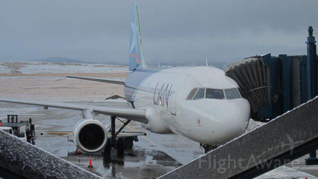 — — - LAN en manga del Aeropuerto Intencional  Malvinas Argentina de la Ciudad de Ushuaia