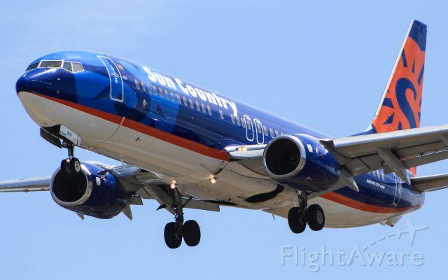 Boeing 737-800 (N801SY)