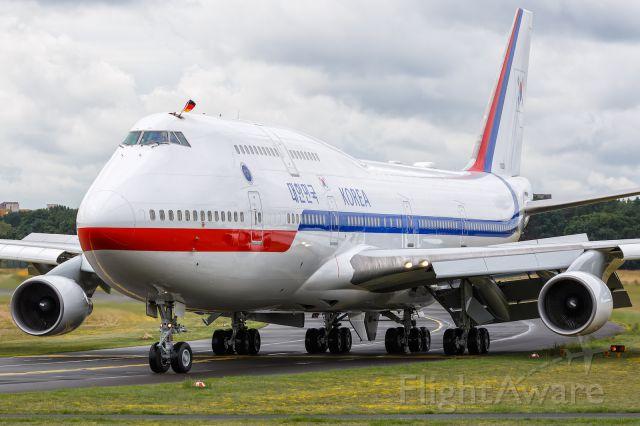 Boeing 747-400 (N10001)