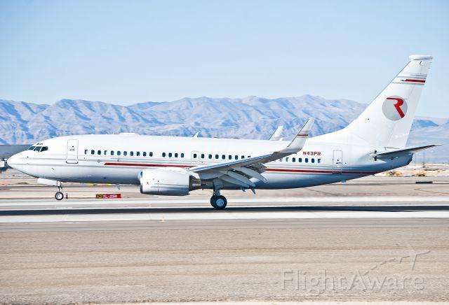 Boeing 737-700 (N43PR) - A nice BBJ arriving at Las Vegas.