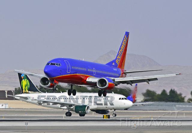 BOEING 737-300 (N315SW) - N315SW Southwest Airlines 1986 Boeing 737-3H4 (cn 23337/1231)  Frontier Airlines Airbus A319-111 N937FR (cn 2400) -  Las Vegas - McCarran International (LAS / KLAS) USA - Nevada, March 18, 2011 Photo: Tomás Del Coro