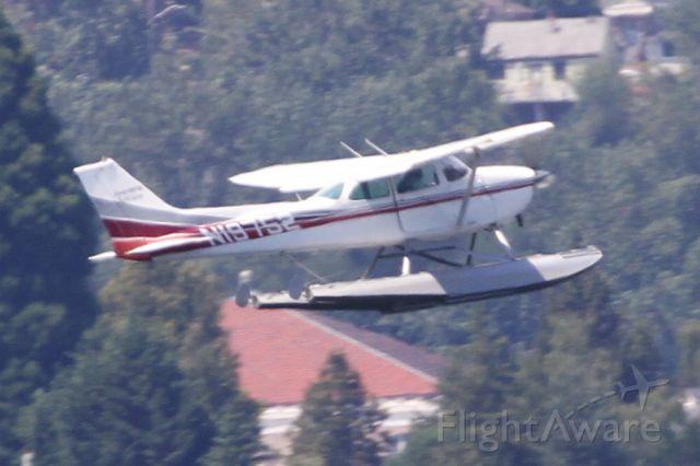 Cessna Skyhawk (N19752) - Lake Washington