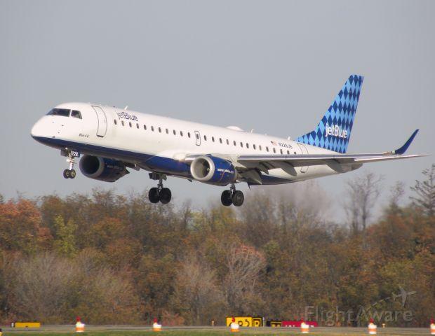 Embraer ERJ-190 (N228JB)