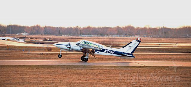Cessna 310 (N314U)
