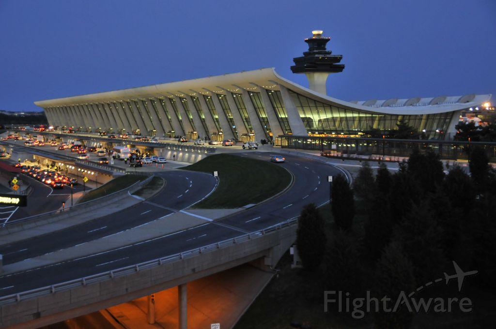 KIAD — - Washington Dulles International Airport on 4/10//2009.      a href=http://discussions.flightaware.com/profile.php?mode=viewprofile&u=269247  [ concord977 profile ]/a