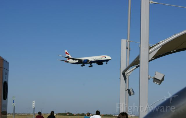 Boeing 777-200 — - British Airways 777 landing at KDFW.