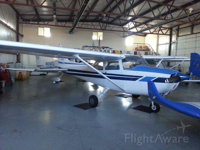 Cessna Skyhawk (N6407D)