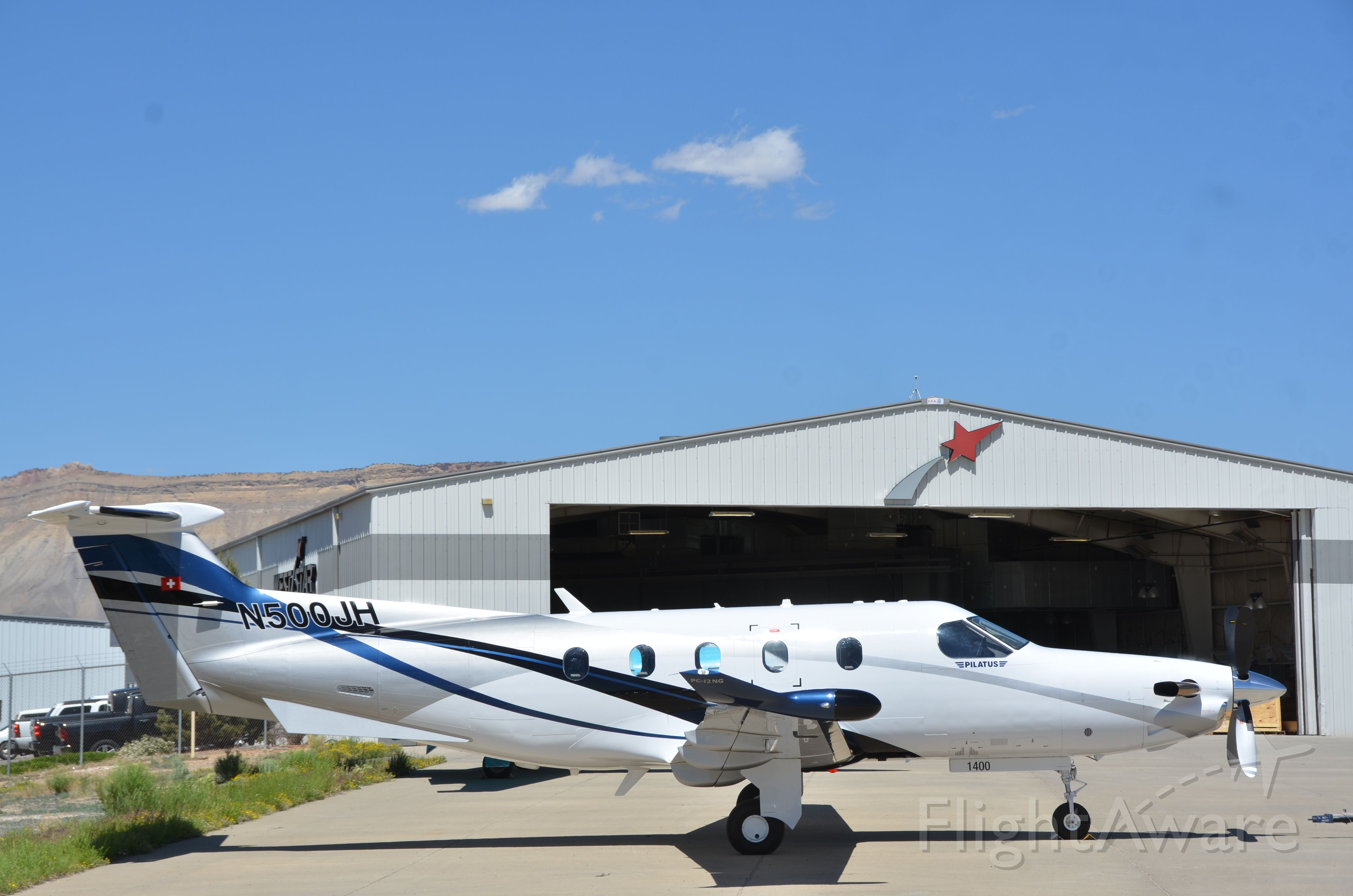 Pilatus PC-12 (N500JH) - Pretty new paint stripes.