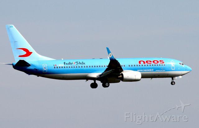 Boeing 737-700 (I-NEOS)