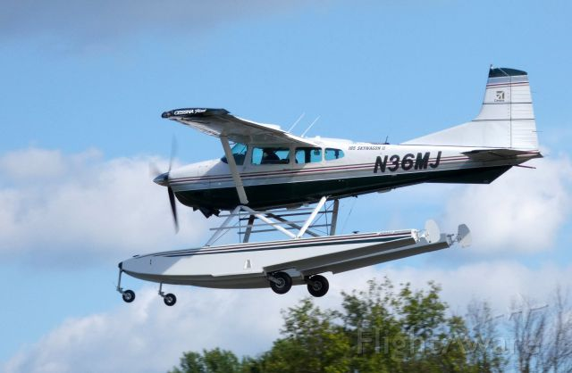 Cessna Skywagon (N36MJ) - A moment after departure is this 1980 Cessna A 185F Skywagon II  in the Summer of 2018.