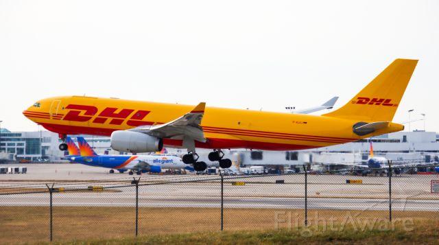 Airbus A330-200 (D-ALEJ) - runway 18 left