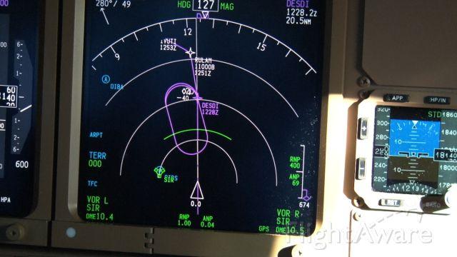 Boeing 777-200 (OO-TSA) - 20 minutes holding for Dubai!