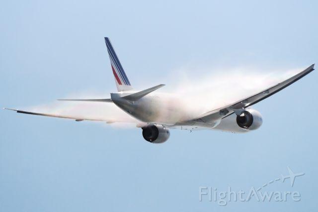 — — - Air France 777 Vapor KLAX