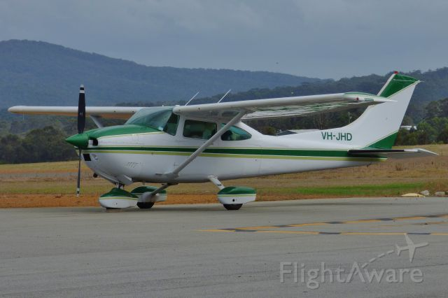 Cessna Skylane (VH-JHD)